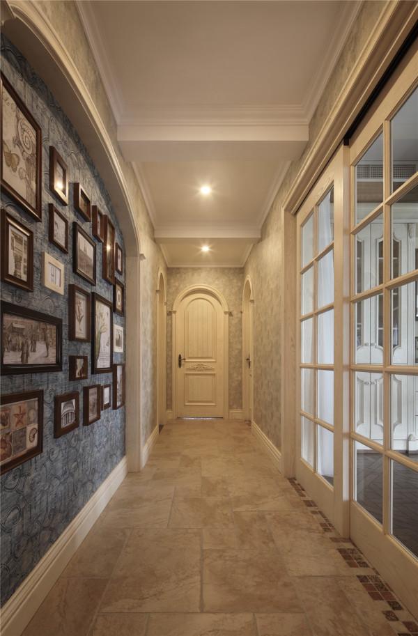 玄关进门的第一感觉,客户热爱旅游,满满的一面照片墙,充分的体现主人自己独特的生活方式和爱好