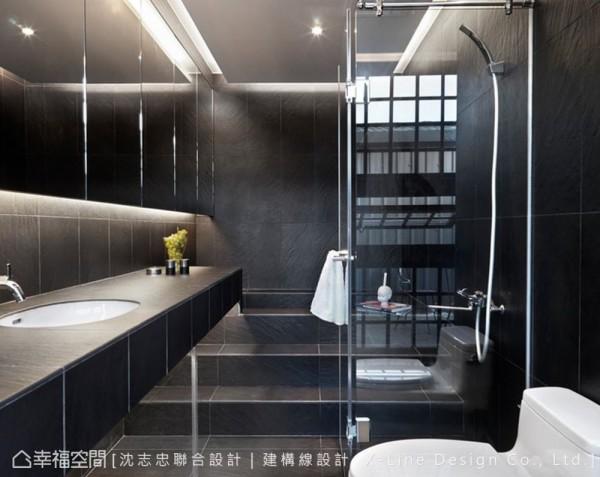 实现完美卫浴空间,设计师以冷冽的色调引出现代氛围,并以阶梯式浴缸呈现贴心的思考设计。