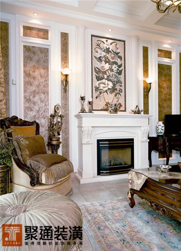 定神细看每一局部,如欧式油画中的场景一般,大气的家具组合把整个空间变得更为充实而丰满。
