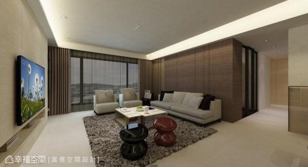 时尚的镜面元素也用于沙发背墙,纳入木质的直向沟缝线条中,同时延伸光线及景深。