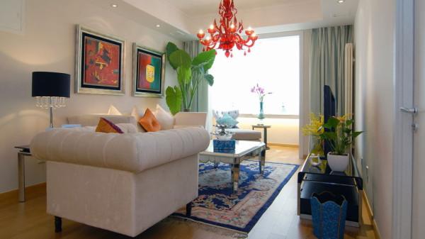 去除生活的繁杂,生机盎然的绿植,舒适的米色沙发,精选的现代画,引来一下午慵懒的阳光。