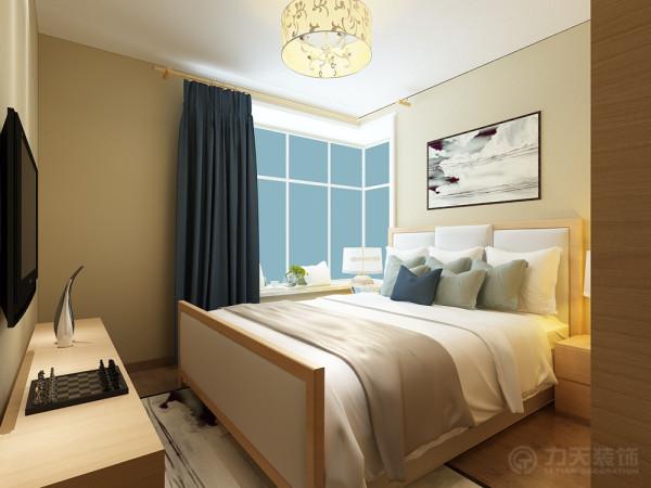 主卧室整体温馨舒适,床头背景以配以挂画,使床头给人活力不死沉的感觉。现代设计追求的是空间的实用性和灵活性。居室空间是根据相互间的功能关系组合而成的,而且功能空间相互渗透,空间的利用率达到最高。
