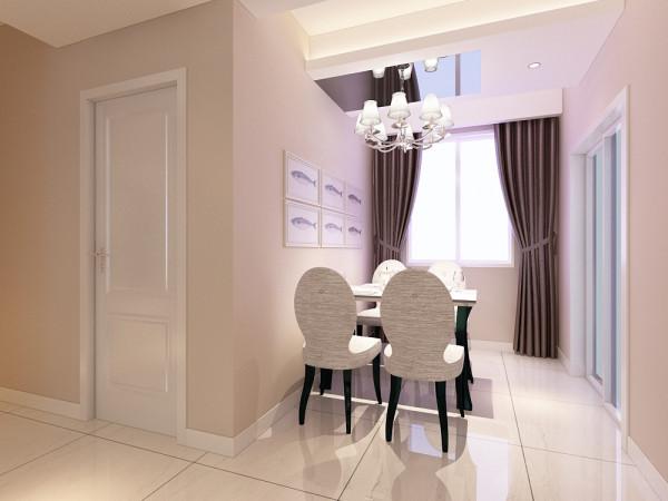 餐厅区域的吊顶做的是石膏板吊顶中间茶镜两边灯带的设计;客厅运用了回字形加筒灯加灯带的造型设计。中间走廊的吊顶与客厅吊顶相同,进行了部分统一。配以筒灯的装饰,更加明确的在吊顶上区分了客厅与餐厅的空间。