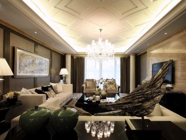 整体空间主要以黑白灰为主色调,客厅采用白色沙发和黑色茶几,墙上挂几幅经典挂画,给人一种舒适安静的感觉。