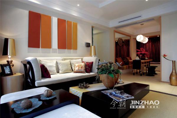 本案主要采用实木原色及软装配饰来烘托东南亚风格的舒适、自然,吊顶上没有太多造型,主要体现层次感,以及步步升高的寓意,整体原始自然、色泽鲜艳、崇尚手工,