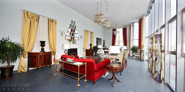 客厅的窗帘布艺选择应遵循素雅大方、宽敞和光线明亮。色彩应与墙壁、家私等相协调,建议采用中间色调。