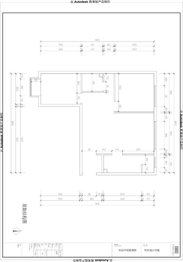 由于厨房空间狭长,底柜设计偏重表现简约风格,虽然形式看似简单,但每个抽屉内部是不尽相同的使用各种内置式抽屉和金属拉蓝,给主人提供了方便的操作空间