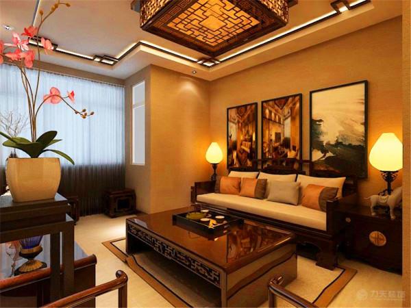沙发墙没有做过多复杂的造型装饰,而是放入一些比较雅致的中式挂画来装点沙发墙,影视墙、沙发墙整面墙铺灰色的壁纸,地面铺的瓷砖,让业主在烦躁的外面回到家能有个安静古香古色的中式空间
