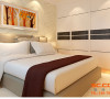 设计理念:这间卧室为业主居住的房间。无需过多的装饰,白色的家具,时尚现代的双人床,在以黑白两色抱枕和壁画为点缀,突出了主题的同时也体现了年轻时尚的气息。 亮点:黑白两色的完美搭配使主题鲜明、突出。