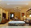 客厅比较规整,采用欧式的壁纸,吊顶,哑口和电视墙融为一会,客厅本身是一个休息的区域,舒适为主