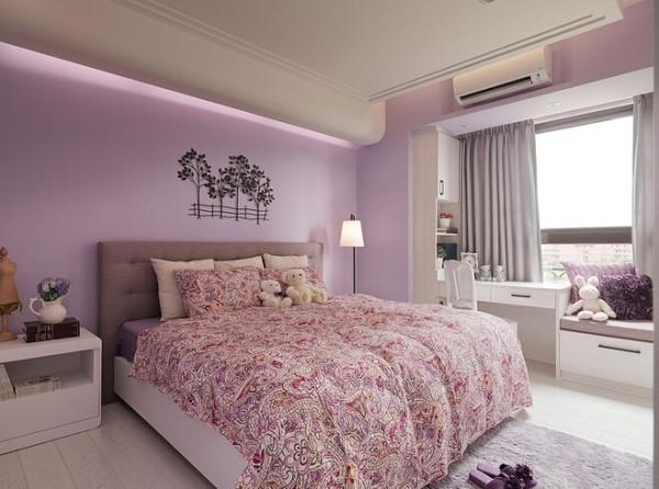 和风的特色也大多以碎花高雅的色彩为主,带有古拙奥秘的色彩或富丽艳丽的风格日式室内设计中色彩多偏重于原木色,以及竹、藤、麻和其他天然材料色彩,构成朴素的自然风格。
