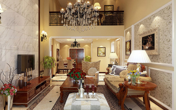 客厅挑空结构,顶部采用艺术型灯池,并用华丽的枝形吊灯营造气氛,门和垭口都采用圆弧形的造型,并用带有花纹的石膏线沟边。
