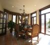 美式家具将许多欧洲贵族的家具平民化,有着简化的线条、粗犷的体积、自然的材质,   较为含蓄保守的色彩及造型。
