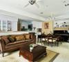 建构于同一面向的客厅、餐厅与钢琴区,以高度开放的形式呈现恢宏的气度。