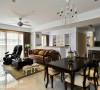 浓浓优雅的美式气韵,表现在简约感的线板、吊灯与家俬的造型,也烘托屋主的品味与喜好。