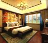 卧室整体贴有壁纸,家具我也是靠墙放置的增加空间感,地板我用的是木质条纹地板。