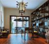 书房与主卧的家具线条力求简单,却透露出一丝东方情韵。书房沿用灯笼的象征式立灯,