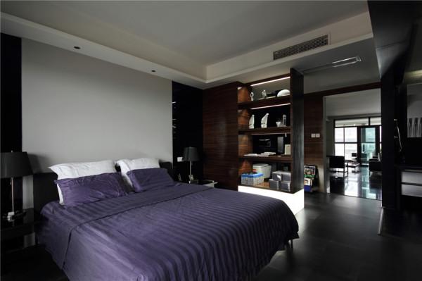 书房和客餐厅采用半透的隔断,空间有区分,也融为一体,没有床头背景,全部用乳胶漆
