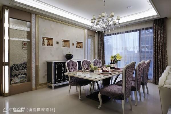 喷砂图腾对称出的玻璃隔间,导引了客、餐厅到书房的视野串联。
