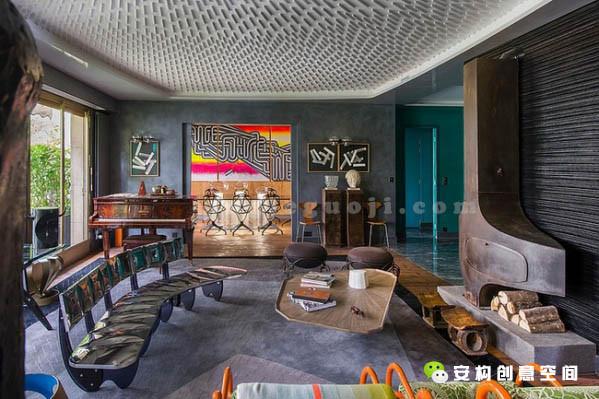 设计师为屋主挑选了多件限量款的家具,让人眼前一亮。如此不拘一格的装饰风格, 想要拿捏得当,实属不易!
