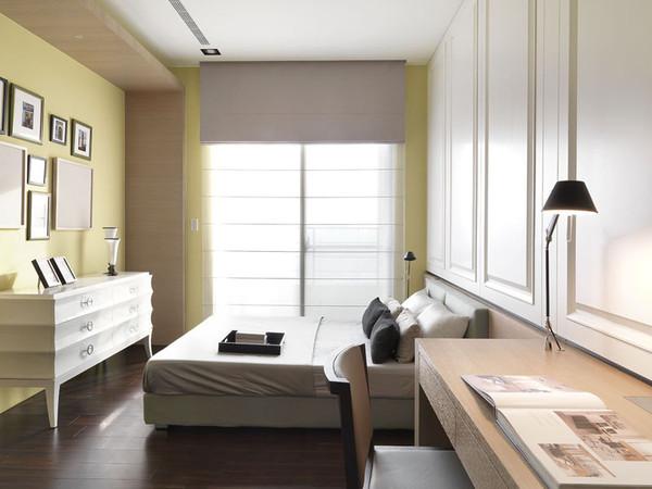 卧室空间色彩以亮黄色系、米白色系为主,局部深色做点缀及衬托。家具用品都十分间致、新颖,现代感十足。
