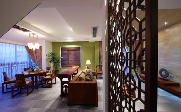 餐厅的空调出风口是很难摆放的,将侧出风口放在靠近客厅的旁边,顶部则采用两个层次的木吊顶来体现中式元素。同时配餐柜的设计风格与厨房的橱柜材质,石材是一致定做的。和谐统一美观。