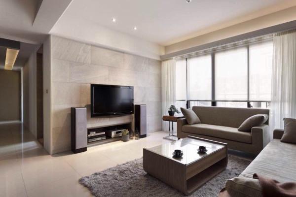 电视背景墙用的瓷砖造型,与墙体墙漆融为一体,电视柜是个房屋设计的亮点,电视柜嵌入墙体,节省了客厅的空间,没有过多的装饰。整个空间简介大方