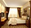 主卧舒适美以奢华,大气夺人眼球! 通过色彩合理的搭配,呈现在我们眼前画面彰显欧式皇族的风采。在设计的时候,更是有理有据可依, 让卧室披上华丽外衣的同时,极具文化内涵。
