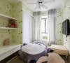 次卧:清新的壁纸榻榻米的小床可爱的小床显得那么友爱。