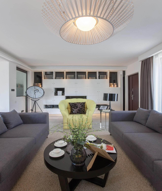别墅 现代 智能 客厅图片来自小若爱雨在春晚珠箔飘灯归现代化别墅的分享
