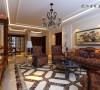 客厅是交友娱乐中心,背景墙的两侧采用酒柜的对称设计,中间采用大理石线及瓷砖斜拼上墙既大方又气派,客厅墙面大面积的暖色壁纸更显温馨