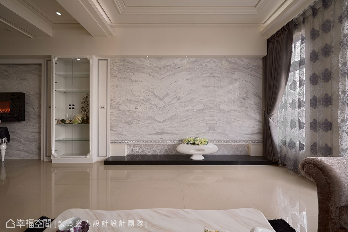 幸福空间 高端设计 台湾设计师 新古典 客厅图片来自幸福空间在280平时尚美型 新古典的多元混搭的分享