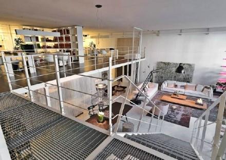 现代 美式 公寓 楼梯图片来自百合居装饰工程有限公司在青年公寓--年轻人的天堂的分享