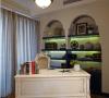 书房:蓝白搭配的造型书架 配以特色木纹地板显得自然而宁静。