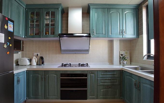 厨房图片来自家装大管家在132平地中海3居 缔造不一样生活的分享