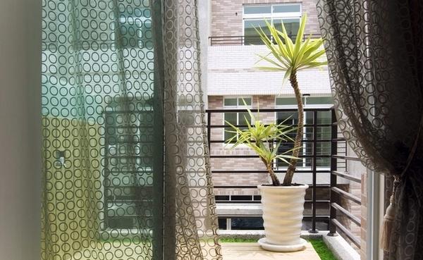 五居室 现代简约 阳台图片来自百合居装饰工程有限公司在现代简约--恒禾皇冠国际社区的分享