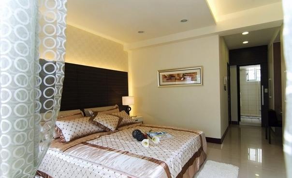 五居室 现代简约 卧室图片来自百合居装饰工程有限公司在现代简约--恒禾皇冠国际社区的分享