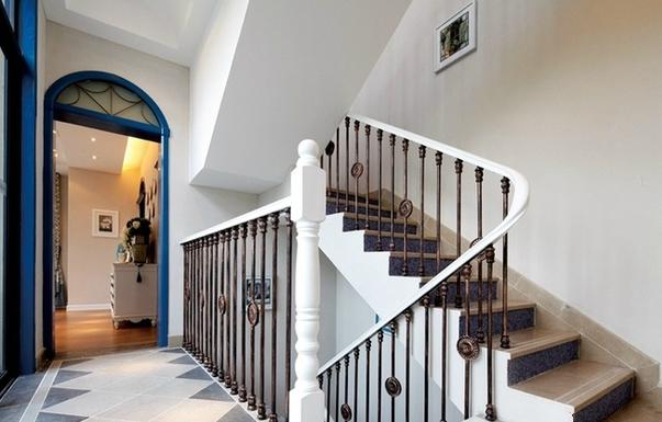 五居室 地中海 奢华 尊贵 楼梯图片来自百合居装饰工程有限公司在地中海-铂雅苑的分享