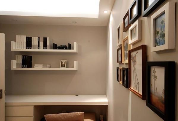 此外,大量使用茶镜,也是现代风格家居风格的主要装修材料,能给人带来现代、时尚,大气的感觉。由于装饰元素少,以软装去营造家居空间,要给居室留下变换的空间,与现代风格的硬装进行完美的配合,才能显示出美感。