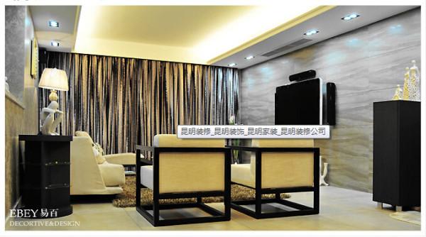 灰色代表智慧,米黄代表温暖,本案大量采用这两种颜色,令空间高雅,平静,低调。 米白色的地砖和灯光环绕客,饭厅,简约吊顶线条,配合上多样化的装饰品,使空间更具高雅。