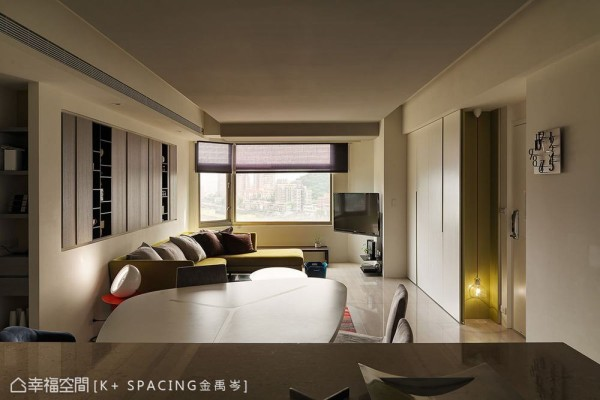 维持既有的开放规划,将旧有的沉重色系改为轻盈的白色系空间,并换过旧柜体门片,呈现清爽干净的舒适居家。