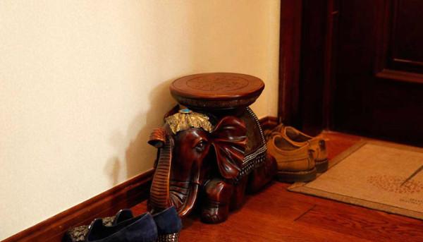 换鞋子的小凳子