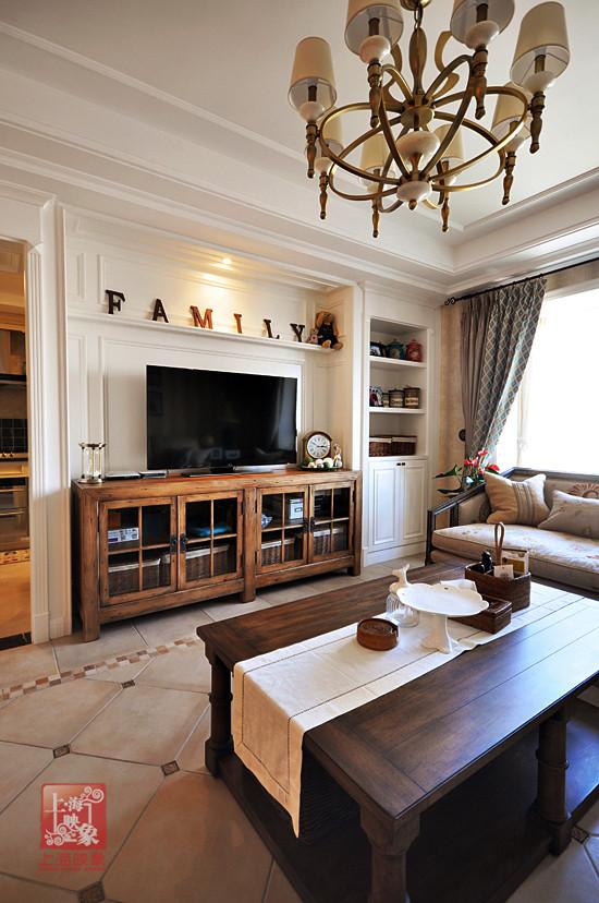 空间里各种竹编制篮筐,材质天然,设计简约,不仅是居家设计的好帮手,也是美式休闲风格家居中的百搭单品。