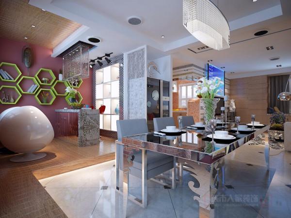 餐厅对面的卧室和休闲阳台我将它们连为一体,用地台来做区域上的分隔,以此做出一个吧 台区域。