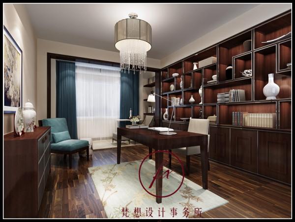 书房在软装搭配上,设计师使用了墨绿色的窗帘,这样使得整个书房空间气氛更加温馨