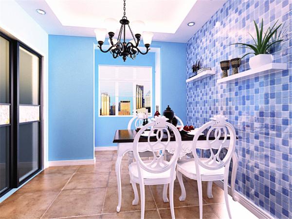 餐厅的设计,餐厅区域的墙体,贴了蓝色的马赛克,在这面墙上,放置了两个置物架,方便业主放置东西。餐厅后面的阳台的窗帘,选择了百叶窗,简单、实用。