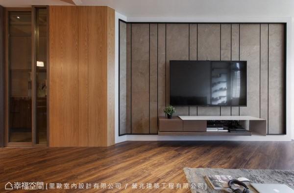客厅主墙透过天然石材为背景、铁件线条,勾勒出内敛、朴质而大器的空间意趣。