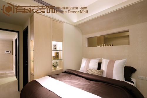 在卧室设计中,设计师把色彩演绎得更加纯粹。 整个空间以淡米色为基调,显得悠扬而平和。