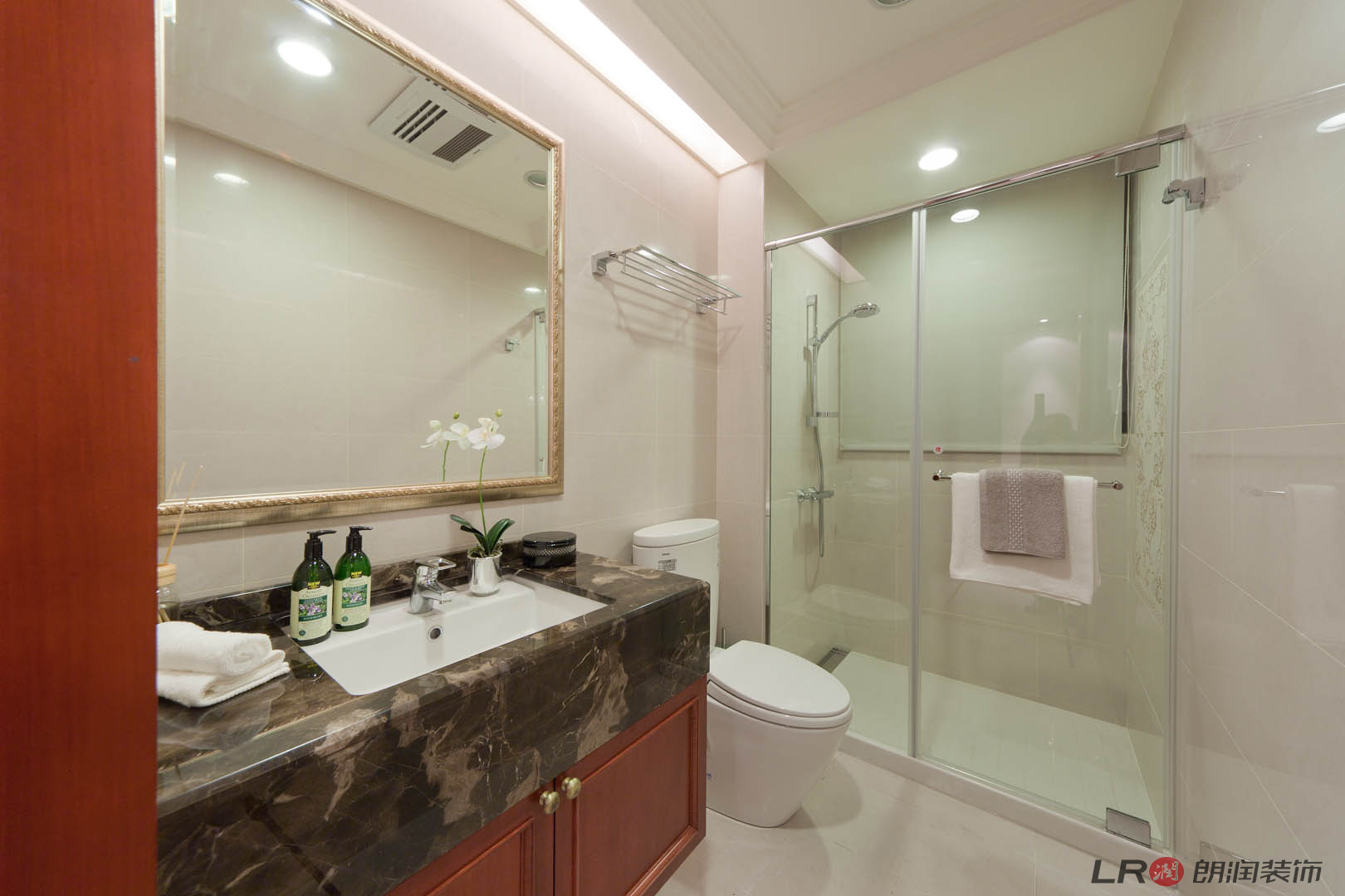 欧式 80 四居 收纳 小字 温馨 舒适 卫生间图片来自朗润装饰工程有限公司在君汇上品-欧式的分享