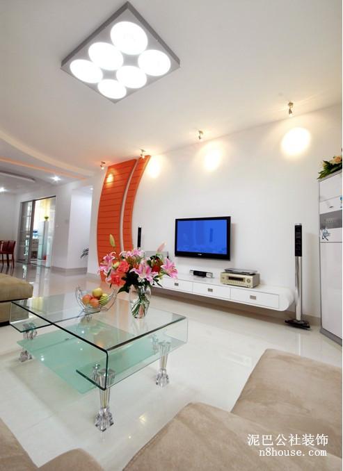 现代风格 简单 时尚 客厅图片来自泥巴公社黄博设计师在现代风 世茂铂翠湾的分享